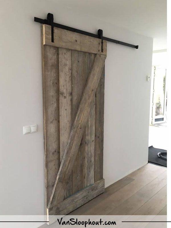 Boerderij schuifdeur van steigerhout! Deze deuren zijn in alle houtsoorten mogelijk en worden geleverd met het schuifdeur systeem van Loftdeur.nl #barnwood #steigerhout #sloophout #reclaimed #wood #schuifdeur #boerderij #deur #landelijk #interieur #interieurinspiratie #wonen #woontrends ##woonboerderij #industrieel #industrial