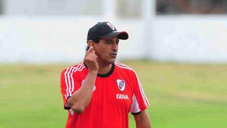 Ramón Díaz en la práctica. Se la jugaría con titulares ante Boca.