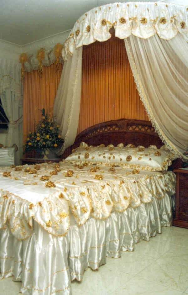 17 best images about wedding room decoration on pinterest for Asian wedding bed decoration