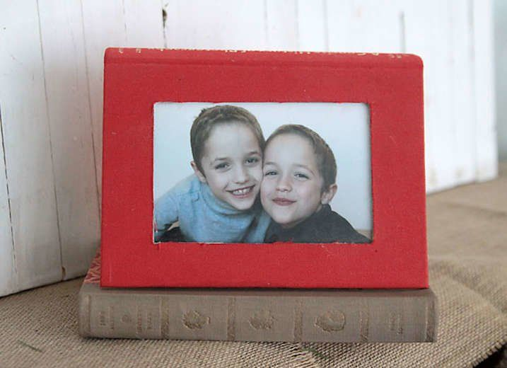 9 Smart Uses For Dusty Old Books Picture Frame Crafts Diy Photo
