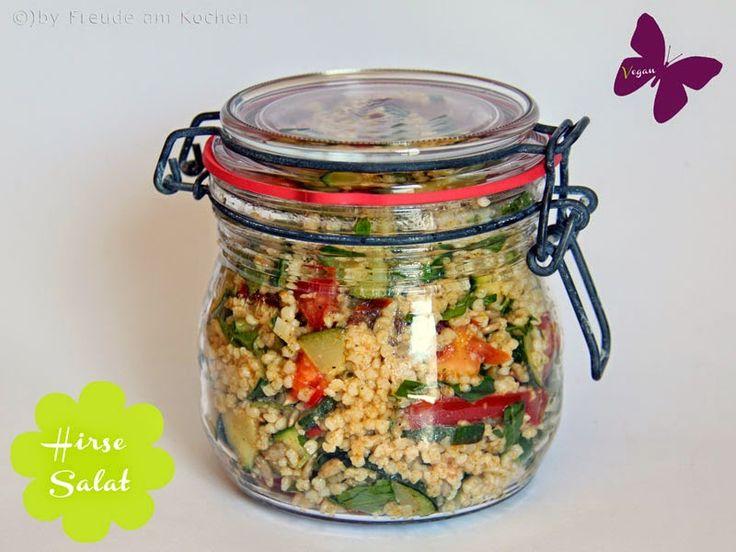 Rezept vegan: Bunter sommerlicher Hirse-Salat, passt auch perfekt zum veganen Picknick oder als Grill-Beilage für vegane Grillabende.
