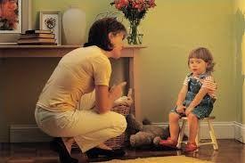 Όταν οι γονείς θέλουν να διδάξουν στα παιδιά τους τα όρια μέσα στην οικογένεια, συνήθως χρησιμοποιούν την αμοιβή ή την τιμωρία ως μεθόδους. Η αμοιβή αναφέρεται στην... παραχώρηση κάποιου θετικού ερεθίσματος, έπειτα από μια επιθυμητή συμπεριφορά (π.χ. η σοκ