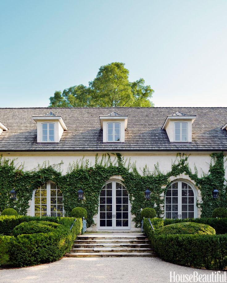 In Ellen Niven's Long Island, New York, house, classic French elegance was translated to Long Island's Gold Coast by architect Moon Bros. and landscape architect Perry Guillot.   - HouseBeautiful.com