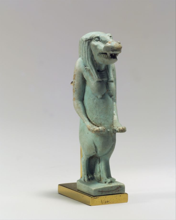 Taweret Amuleto | Período Tardío | El Museo Metropolitano de Arte.Taweret y otras diosas estrechamente relacionados se han creado a partir de una mezcla de león, hipopótamo, cocodrilo, y los atributos humanos. Los tres animales eran algunas de las especies más feroces se ha encontrado en el antiguo Egipto y la combinación de sus fortalezas produce una deidad más potente y por lo tanto amuleto. Responsabilidad particular de Taweret fue la protección de las mujeres durante el embarazo y el…