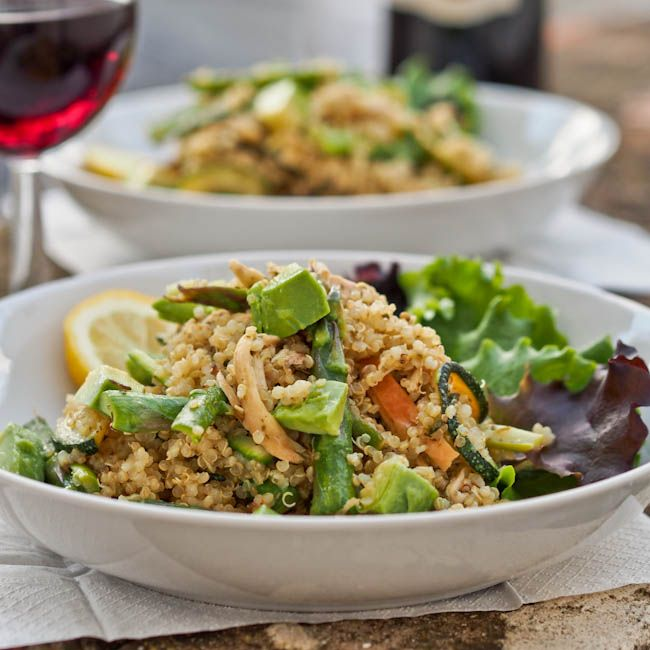 Quinoa with Pesto, Veggies and Chicken - avocadopesto