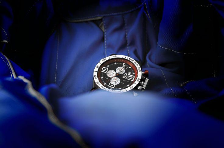 Montre homme sport Warm Up de GTO - bouton rouge pour un look dédié à l'automobile #montre #sport #homme #automobile #rouge #bleu