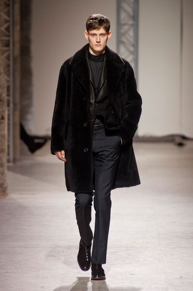 Mode à Paris FW 2014/15 – Hermès See all the catwalk on: http://www.bookmoda.com/sfilate/mode-a-paris-fw-201415-hermes/ #paris #fall #winter #catwalk #menfashion #man #fashion #style #look #collection #modeaparis #hermes @Hermès