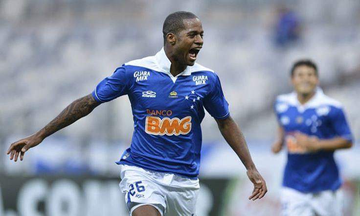 Com contrato com o Cruzeiro até abril de 2017, Dedé já pode assinar um pré-contrato com qualquer outro clube, ele está na mira de Flamengo e Palmeiras.