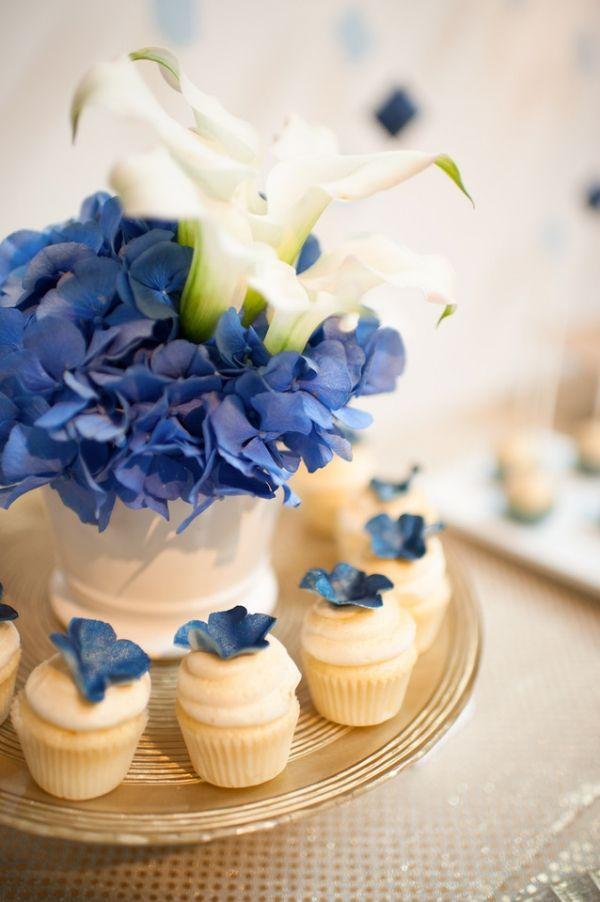 装花もネイビーにこだわって♡ 紺色がテーマの披露宴・二次会・1.5次会のアイデア☆