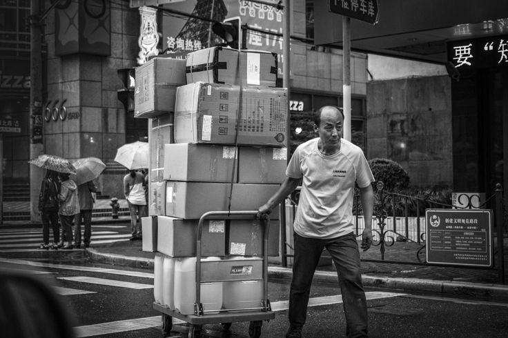 Towing… on the move downtown Shanghai. Monday, 30th May, 2016. Photography Wil Graham