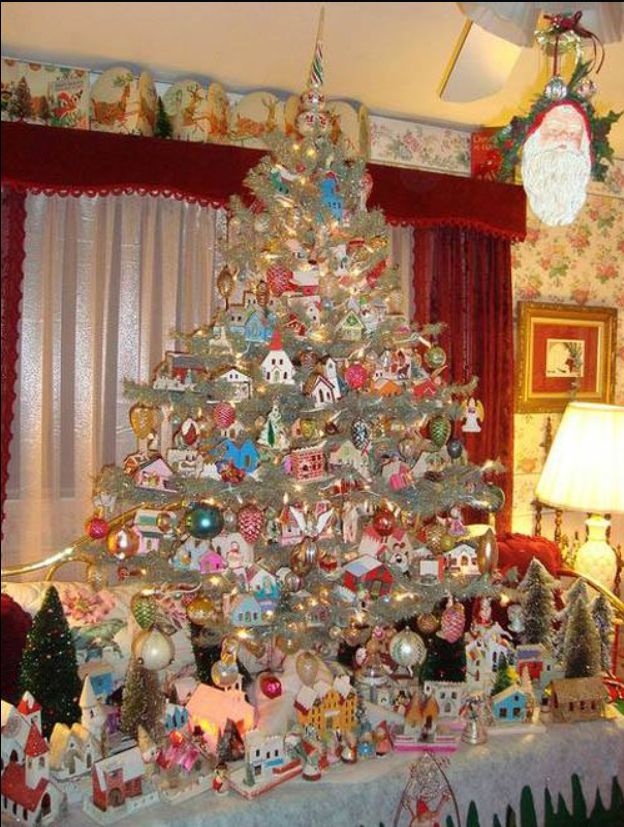 Beautiful tree decorated with Putz houses 16