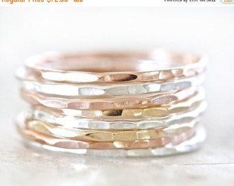 VETERANS DAY SALE Stacking Rings Gold Silver Rose Set par amywaltz