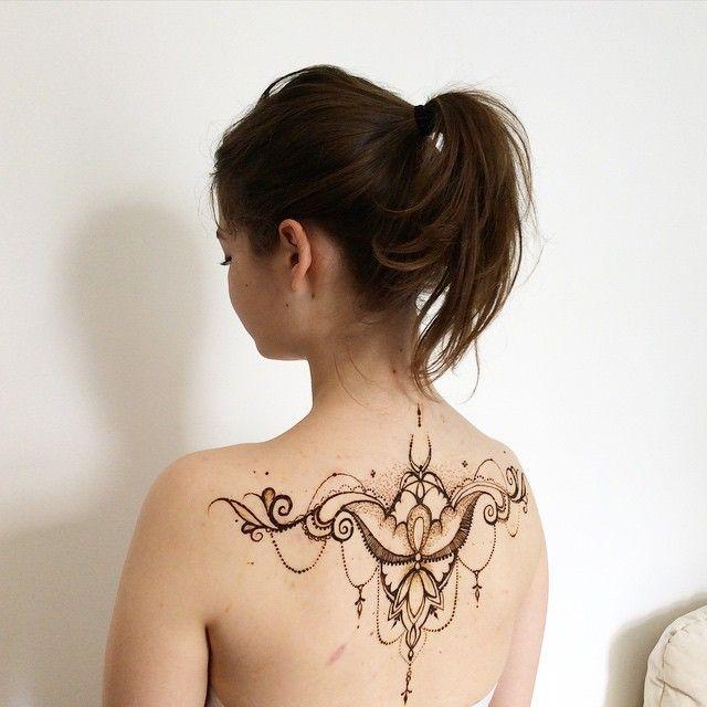 Кто-то рисует на выпускной вот такое красивое #мехенди на спине и выделяется таким образом. А а, помнится, пронесла машинку на вечеринку и постригись под 12 мм. Золотая медаль эффектно смотрелась с ежиком. #ПерваяСтудияМехенди #fyoklamehndi #воспоминания #фрики #henna #hennaart #hennaback #hennalook #Chandelierstyle #mehndi #mehandi #mehendi #менди #росписьхной #люстростиль