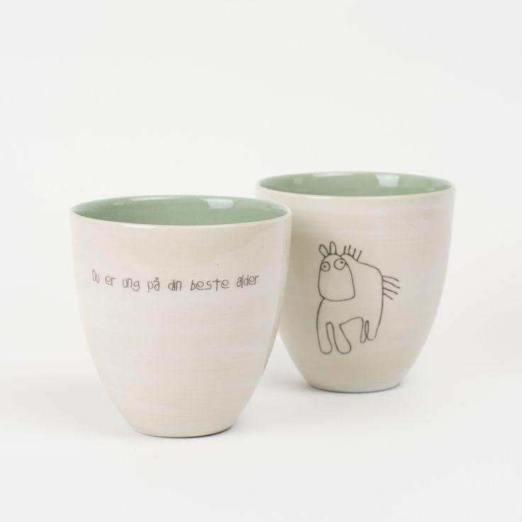 Krus: 175,- Farge: Støvgrønn Tegning: Hest Tekst: Du er ung på din beste alder