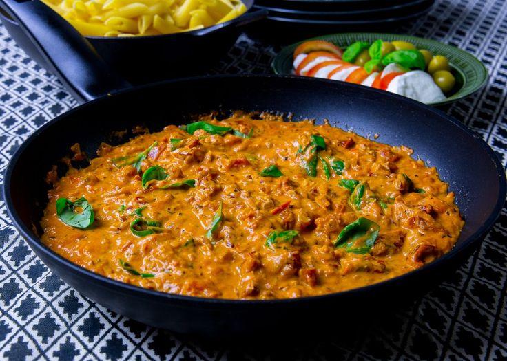 Läcker tomatsås med soltorkad tomat och mozzarella