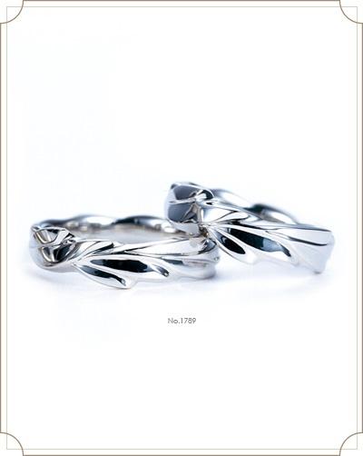 Laurier ロリエ【月桂樹】 枕の下に敷いて寝ると永遠の恋人に出会えると言う、勝利と栄光そして平和のシンボル。永遠の愛の証。