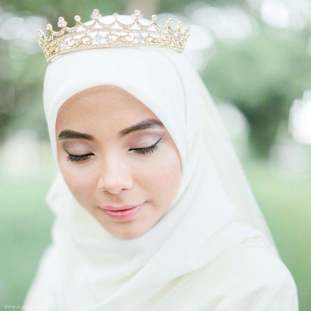 Pretty bride...photo by theleiora