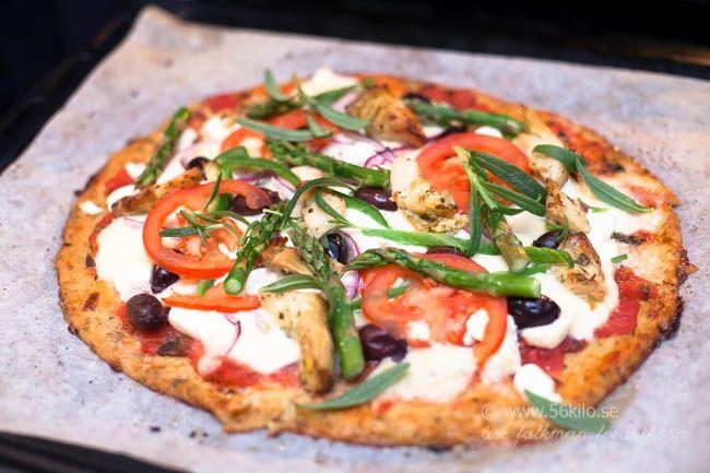 Grekisk vegetarisk pizza p� blomk�lsbotten