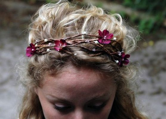 Natural headband.: Yellow Flowers, Google Image, Flowers Headbands, Natural Beautiful, Red Flowers, Flowers Girls, Fresh Flowers, Gorgeous Bridal, Bridal Headbands