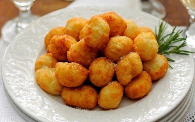 Κρητικά πιτάκια με σπιτική ζύμη και ανθότυρο