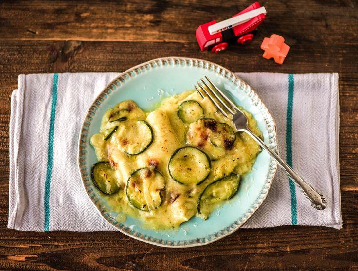 Dit is echt zo'n recept waar je bij het opdienen extra trots bent op jezelf; lasagne met zelfgemaakte roomsaus. De kruidenmix van tijm, oregano en salie maken het gerecht extra smaakvol. Opscheppen maar!