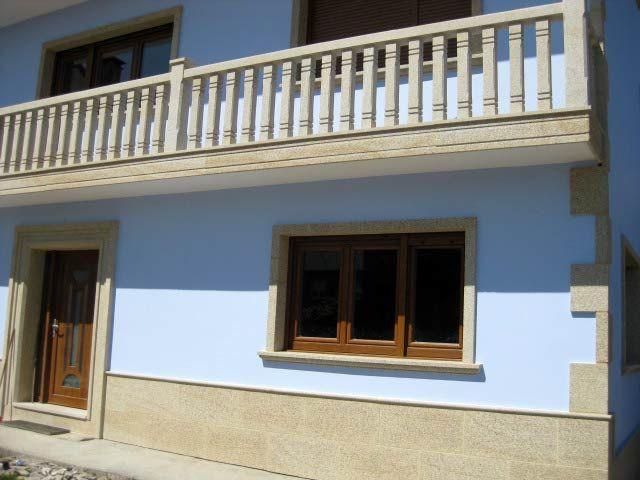 Revestimiento de viviendas en piedra exteriores y for Revestimiento fachadas exteriores