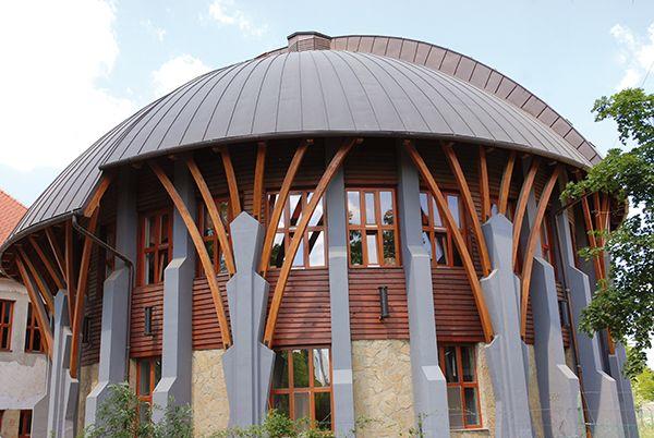 Budapest-Óbuda Waldorf School, Hungary, Ungarn, Dining Hall, Eurythmy / Architect: »Triscell« Lörinc Csernyus (Photo: Lörinc Csernyus)