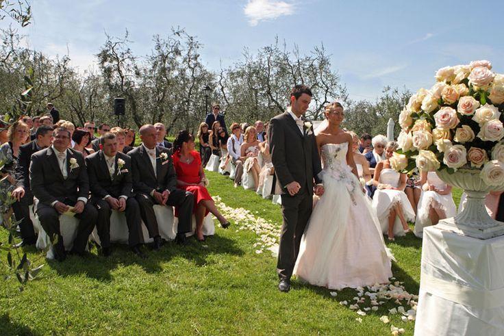 #weddingday #weddinginflorence #symbolicceremony #bridegroom #weddingdress #weddingintuscany #weddingphotographer #tuscanphotographer #florencephotographer