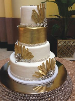 Art Deco wedding cake with white and gold details. Click to see more Nashville wedding cakes by gourmet baker @signaturecakes with Signature Cakes by Vicki! | The Pink Bride www.thepinkbride.com