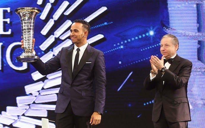 Blog Esportivo do Suíço: Hamilton e Mercedes recebem troféus de campeões mundiais em Doha