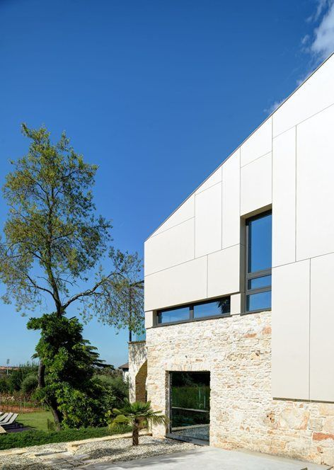 A modern reconstruction of an old stone house / Pula-Croatia Villa  Martinuzzi