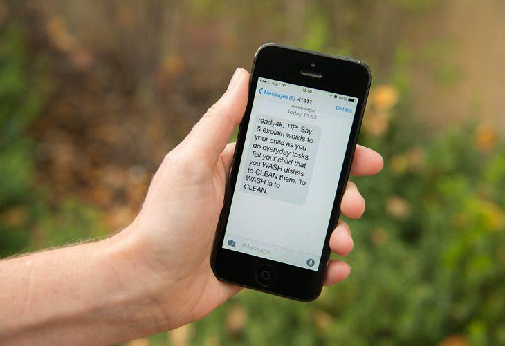 """In Stanford testen ze een nieuwe methode uit om de betrokkenheid van ouders te verhogen. Ze sturen de ouders van de kleuters 3x per week een sms-je met een taaltip. Bijvoorbeeld, """"Als jouw ki…"""