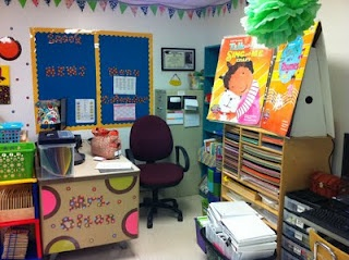 Cutest classroom and blog I've eVER seen. Makes me wish being in the classroom...