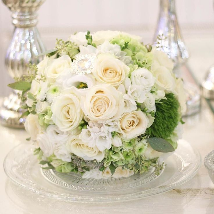 Nádherné biele orchidey voňavé ruže a hortenzie. #kvetysilvia #kvetinarstvo #kvety #svadba #love #instagood #cute #follow #photooftheday #beautiful #tagsforlikes #happy #like4like #nature #style #nofilter #pretty #flowers #design #awesome #wedding #home #handmade #flower #summer #bride #weddingday #floral #naturelovers #picoftheday
