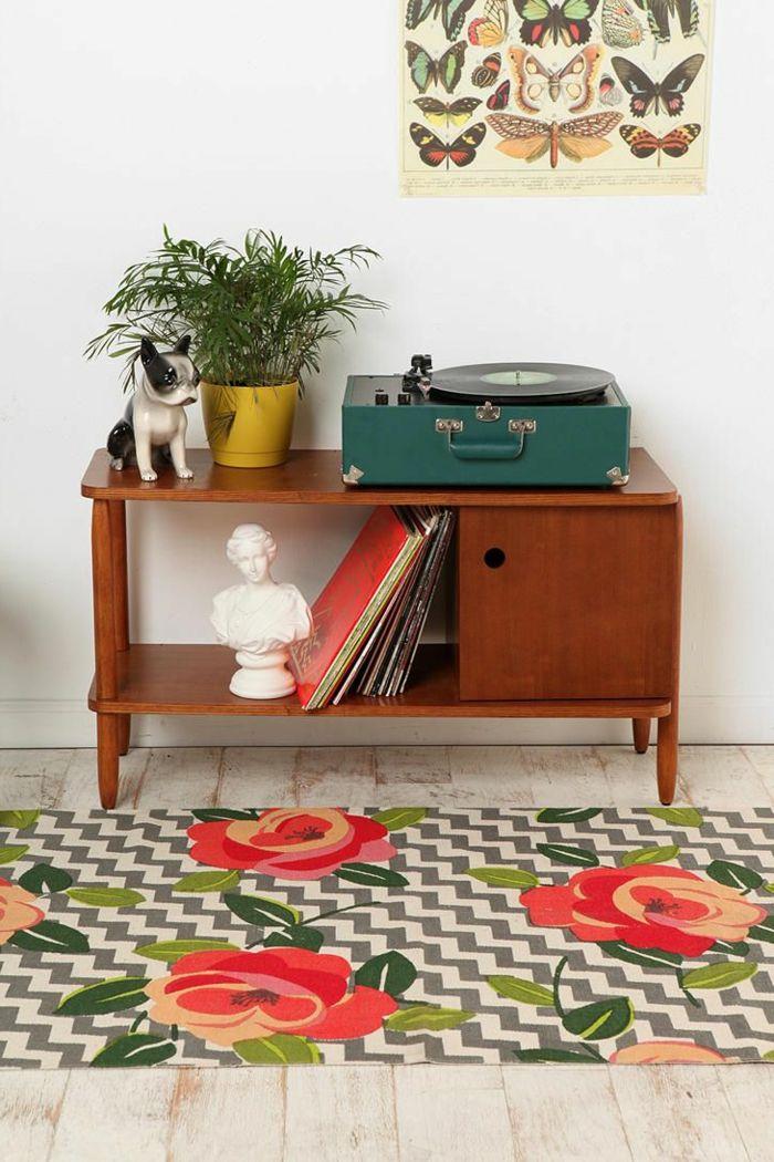 tourne disque vintage vert sur console en bois