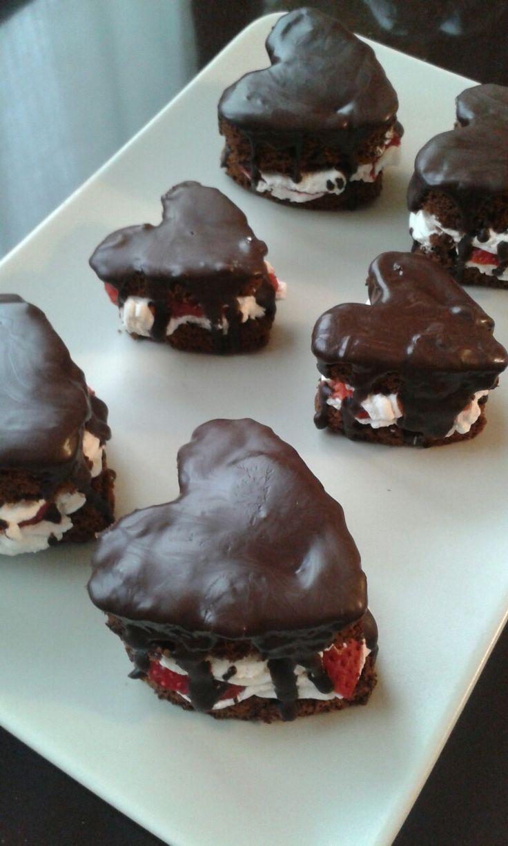 Cuoricini cioccolato, panna e fragole