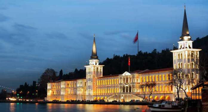 Istanbul at Night: Kuleli Military School  The building is historical landmark was built on the Asian side of the Bosphorus during the Ottoman period and was the first military school in Turkey...   For more Istanbul icons you can visit... http://www.istanbulfind.com/en/istanbul-icons/8