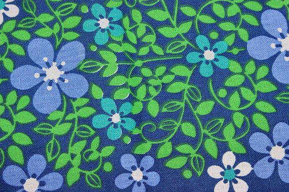 Adorable vintage retro Table runner. Blue base with floral