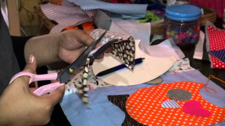 Kreasi dari kain perca adalah gabungan dari seni tradisional bisa dilihat pada proses pembuatannya, dan juga seni modern bisa dilihat dari hasil karajinan