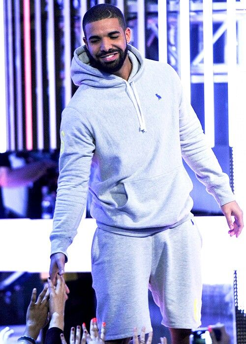 Drake he looks so depressed omg! My baby don't give up on me we will meet soon I promise pinterest:@Pjqueen21