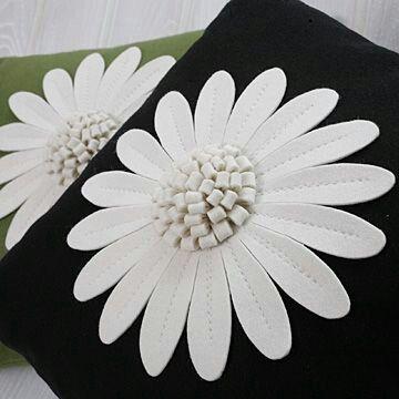 Flores pillow http://lovexchic.blogspot.it/