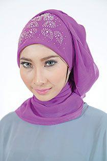 Jilbab segi empat Dilla detail > payet colour > ungu,tosca,terakota,merah Price > Rp 98.900,-