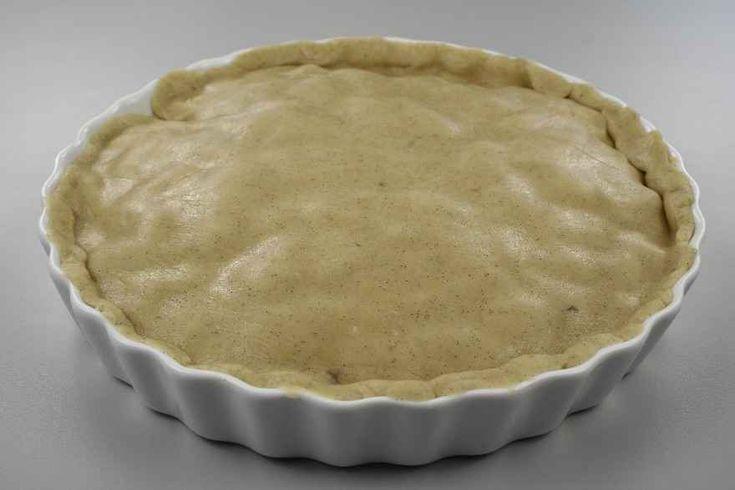 Bland Perfect Fit, vanillekorn og mel sammen og smuldr margarinen der i. Saml dejen med ægget, og læg dejen koldt i en time.<BR> <BR> Æblerne skrælles og skæres i kvarter, kernehusene fjernes,