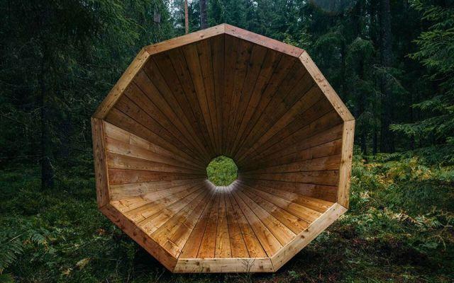 Il megafono gigante che da voce alla foresta Ecco un'invenzione innovativa da parte di alcuni studenti di architettura dell'Estonia. Si tratta di un impianto acustico in larga scala, che amplifica i suoni della foresta. Quest'idea unisce l'arc #megafono #architettura #foresta