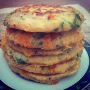 Grain free, Gluten free, savoury cheddar and cauliflower pancakes! #lowcarb #glutenfree #grainfree