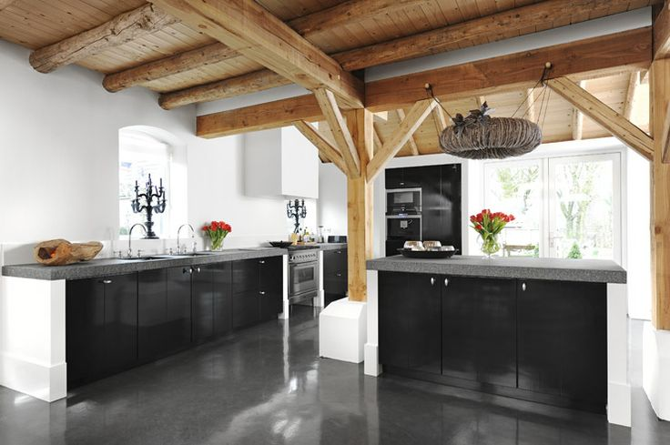 25 beste idee n over zwarte plinten op pinterest zwart gieten donkere plinten en donkere - Zwarte houten keuken ...
