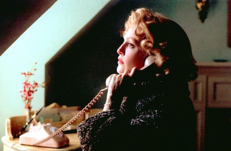 Julianna Moore, 2002 | Essential Gay Themed Films To Watch, Far From Heaven http://gay-themed-films.com/far-from-heaven-film/