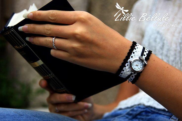 Montre Black & White à p'tits pois  Montre fantaisie argentée montée sur un tissu blanc à pois noirs. Bordée de velours noir et surmontée d'un fin ruban noir. Breloque libellule. Fermoir boucle et chainette couleur argent.