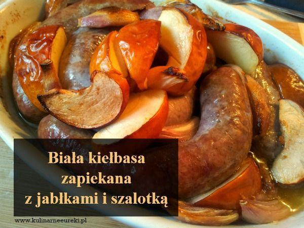 Biała kiełbasa zapiekana z jablkami i szalotką