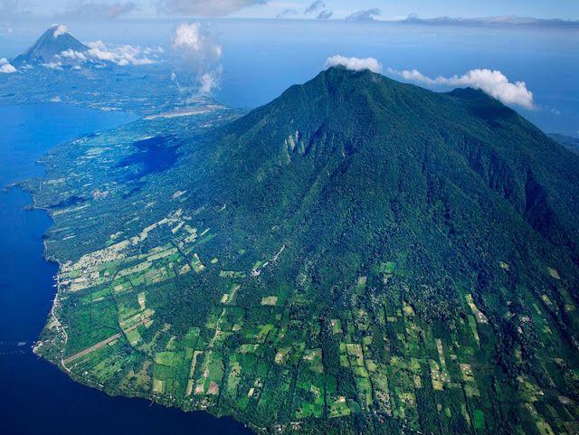 7 Pulau Paling Unik Di Dunia . Dikatakan demikian dikarenakan lokasinya sangat…